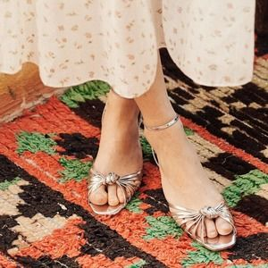 DÔEN Hepburn Heel in Silver